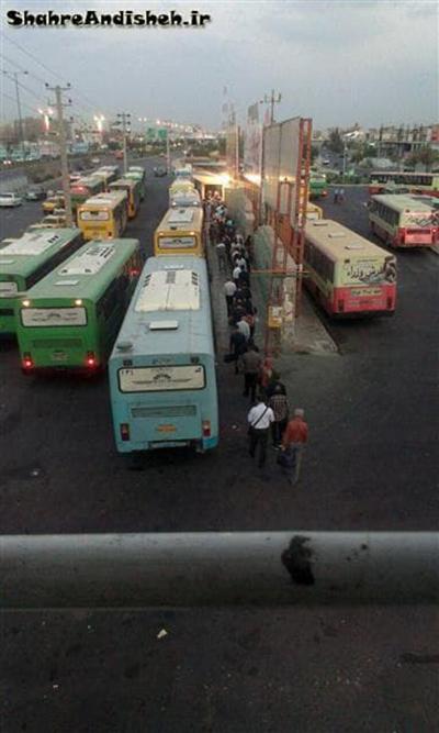 صف طویل اتوبوس اندیشه
